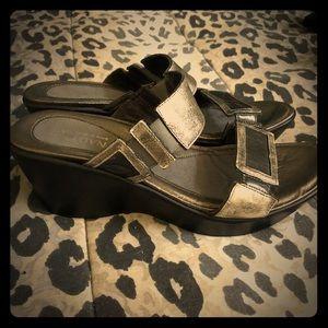 NWOB Naot ladies metallic leather sandal size 11